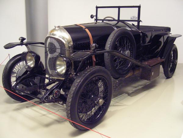 первая машина бентли